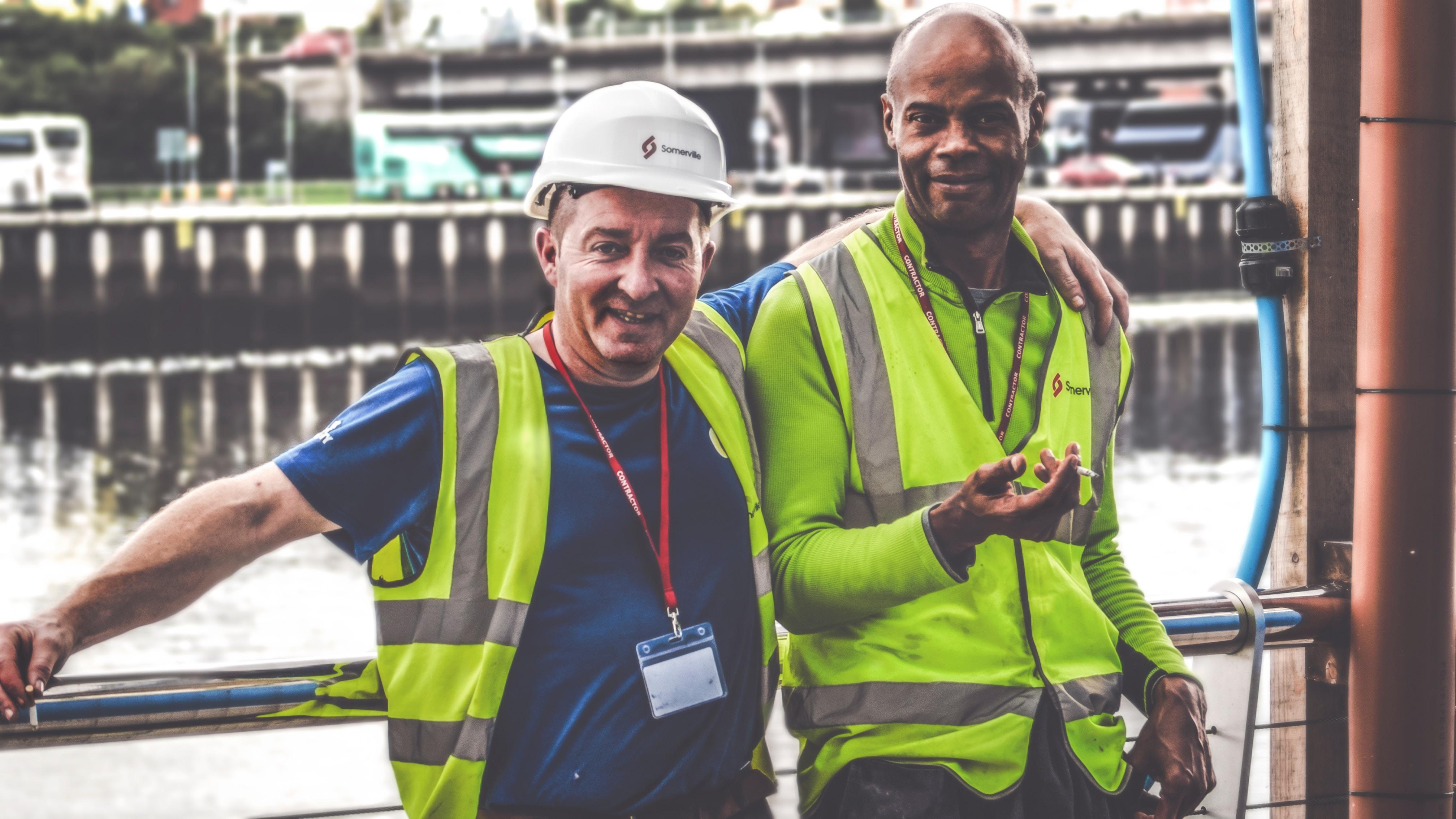 travailleurs du bâtiment sur chantier