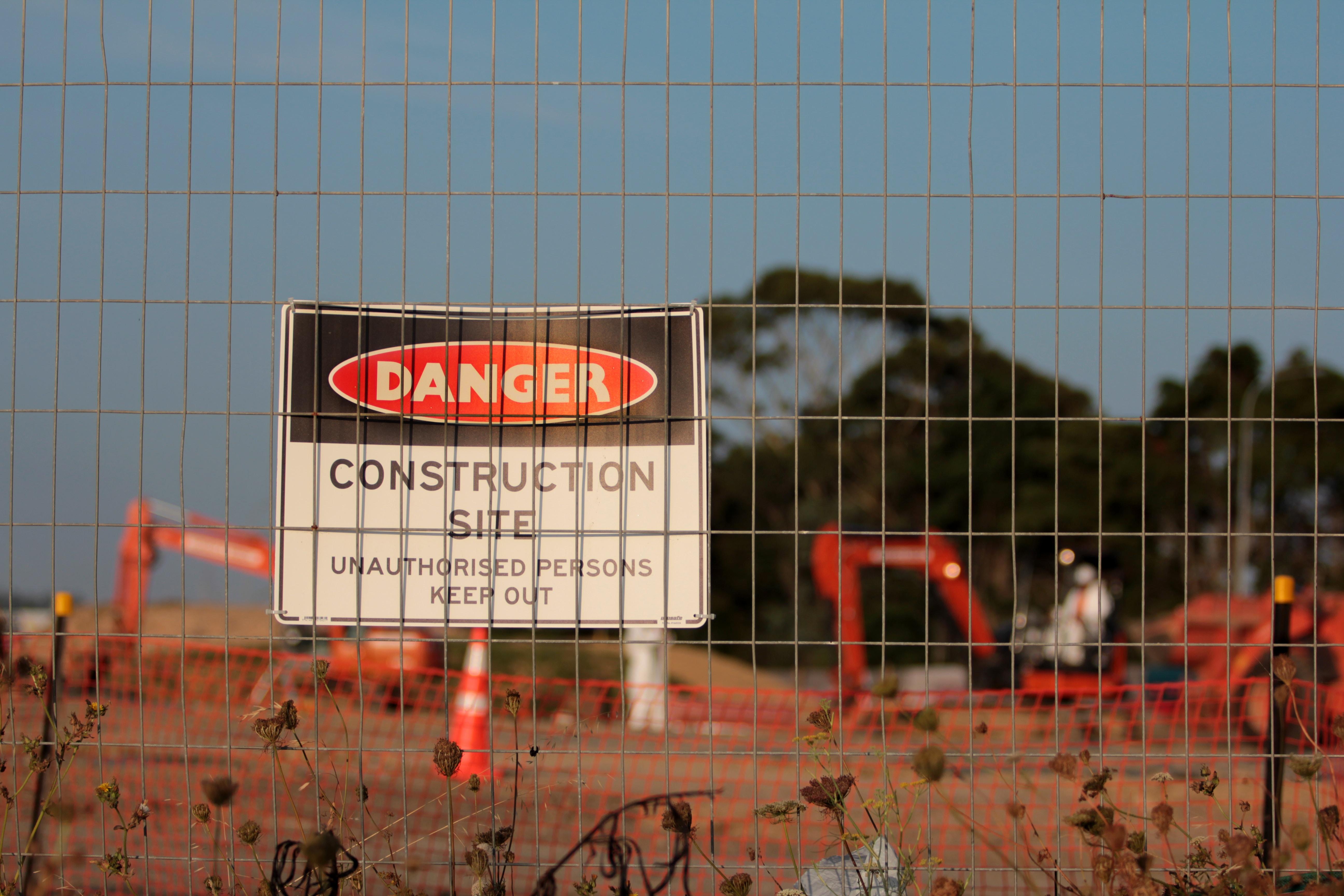 panneau danger chantier de construction