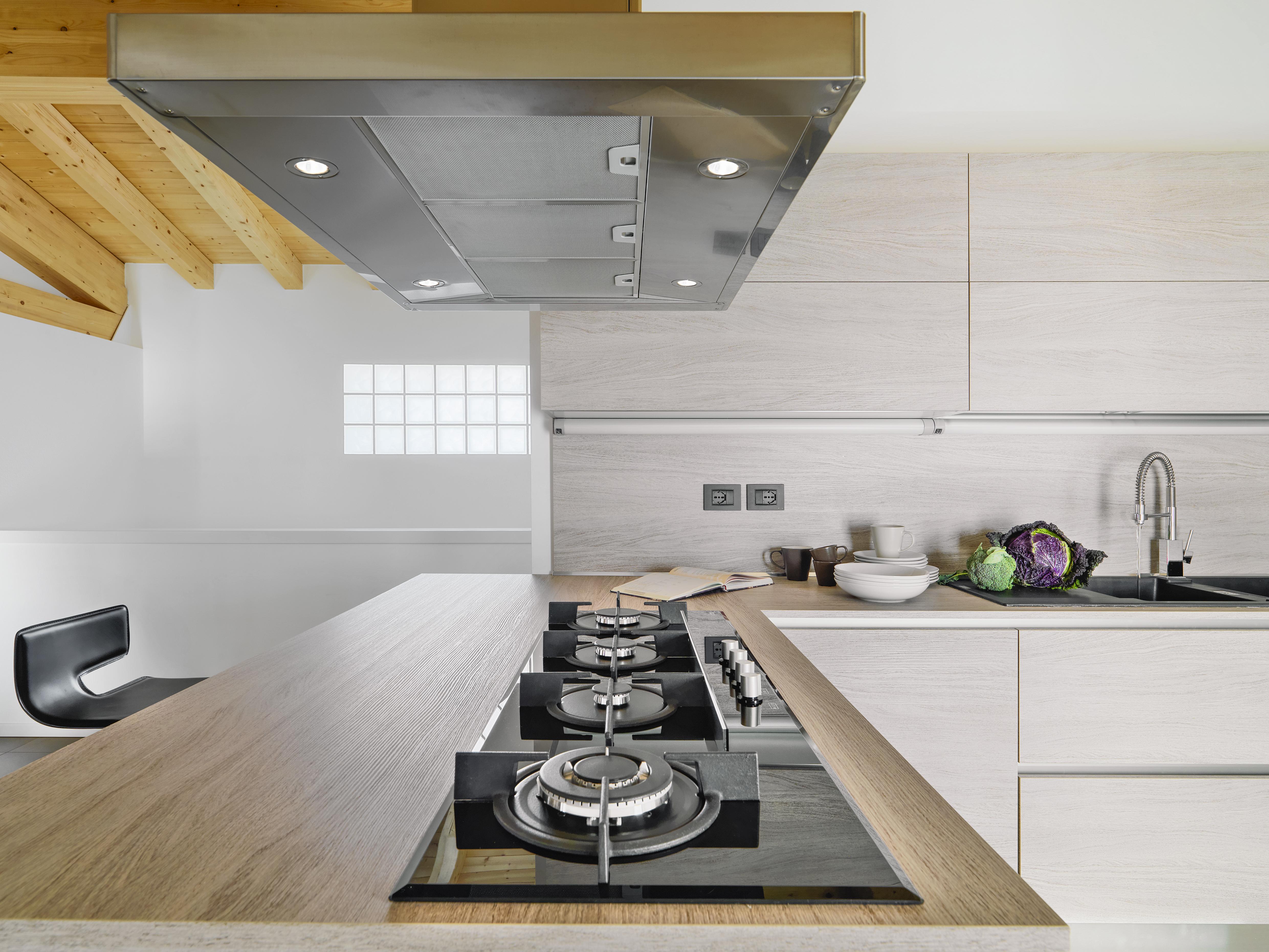 Installation d'une hotte aspirante pour sa cuisine